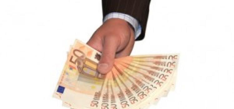 Kredit gewünscht? Direktbank versus Filialbank – eine Übersicht