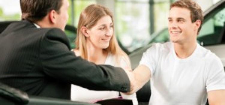 Die Qual der Wahl beim Autoerwerb: Barkauf, Leasing oder Finanzierung?